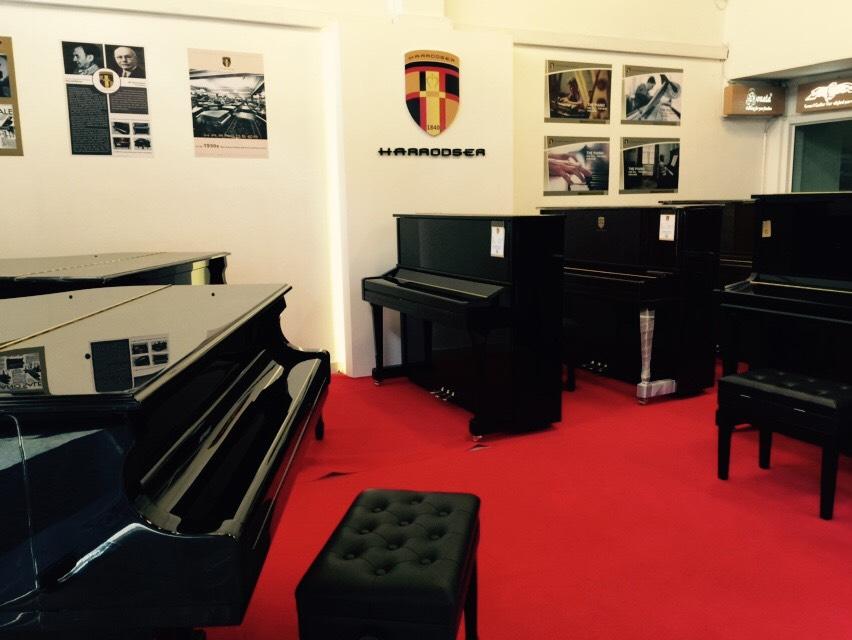 Showroom เปียโน Harrodser Grand Piano คุณภาพสูง จากเยอรมัน ราคาพิเศษ